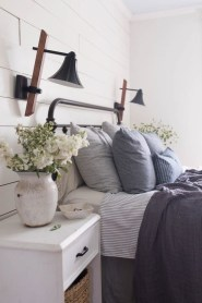 Inspiring Modern Farmhouse Bedroom Decor Ideas 01