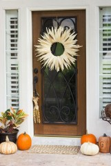 Stylish Fall Wreaths Ideas With Corn And Corn Husk For Door 32