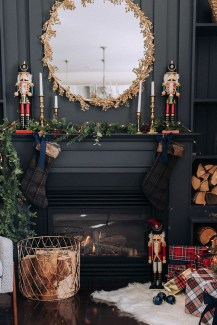 Adorable Gold Christmas Decoration Ideas 11