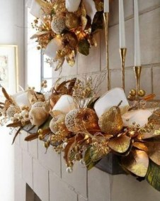 Adorable Gold Christmas Decoration Ideas 23