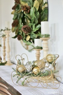 Adorable Gold Christmas Decoration Ideas 28