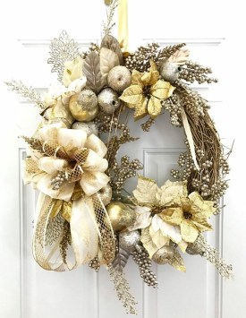 Adorable Gold Christmas Decoration Ideas 55