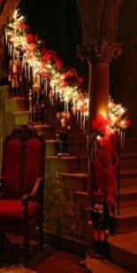Beautiful Christmas Stairs Decoration Ideas 13
