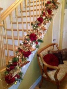 Beautiful Christmas Stairs Decoration Ideas 21