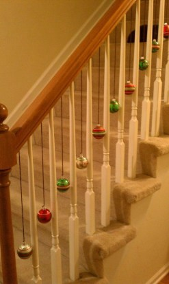 Beautiful Christmas Stairs Decoration Ideas 27