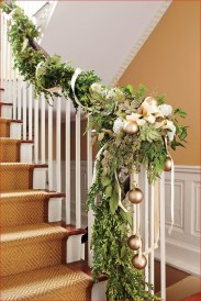 Beautiful Christmas Stairs Decoration Ideas 31