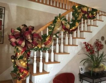 Beautiful Christmas Stairs Decoration Ideas 35