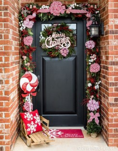 Brilliant Christmas Front Door Decor Ideas 01