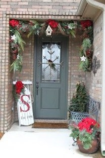 Brilliant Christmas Front Door Decor Ideas 05