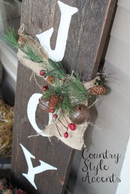 Brilliant Christmas Front Door Decor Ideas 06
