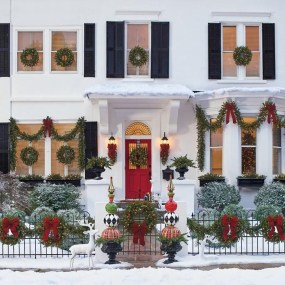 Brilliant Christmas Front Door Decor Ideas 10
