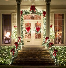 Brilliant Christmas Front Door Decor Ideas 12
