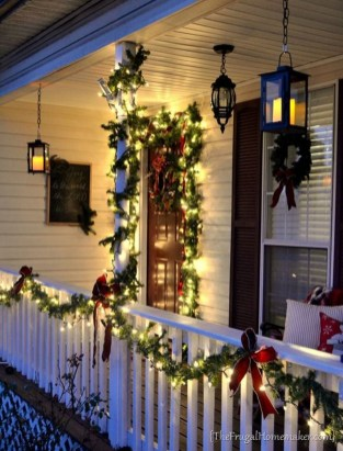 Brilliant Christmas Front Door Decor Ideas 18