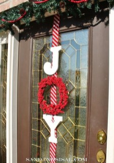 Brilliant Christmas Front Door Decor Ideas 23
