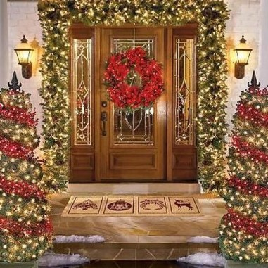 Brilliant Christmas Front Door Decor Ideas 40