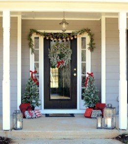 Brilliant Christmas Front Door Decor Ideas 42