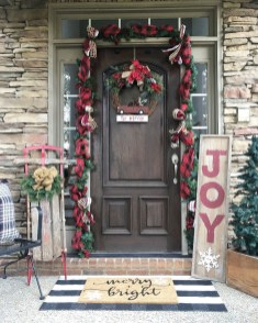 Brilliant Christmas Front Door Decor Ideas 44