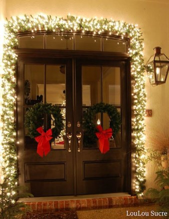 Brilliant Christmas Front Door Decor Ideas 52