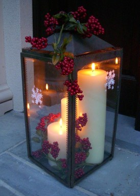 Cozy Rustic Outdoor Christmas Decor Ideas 25