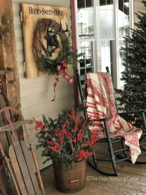 Cozy Rustic Outdoor Christmas Decor Ideas 27