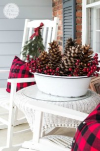 Cozy Rustic Outdoor Christmas Decor Ideas 49