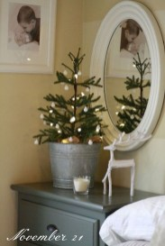 Fascinating Christmas Decor Ideas For Small Spaces 38