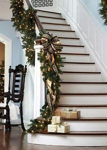 Gorgeous Ways To Decorate Your Stairs In This Christmas Ideas 33