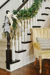 Gorgeous Ways To Decorate Your Stairs In This Christmas Ideas 39