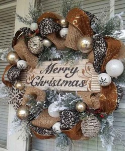 Magnificient Rustic Christmas Decorations And Wreaths Ideas 33