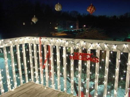 Stunning Balcony Decor Ideas For Christmas 35