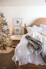 Stunning Christmas Bedroom Decor Ideas 36