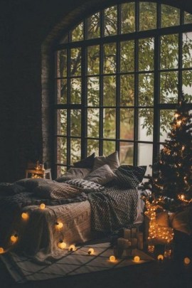 Stunning Christmas Bedroom Decor Ideas 42
