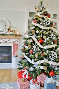 Wonderful Red Christmas Decoration Ideas 23