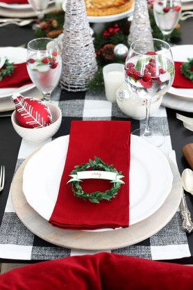 Wonderful Red Christmas Decoration Ideas 46