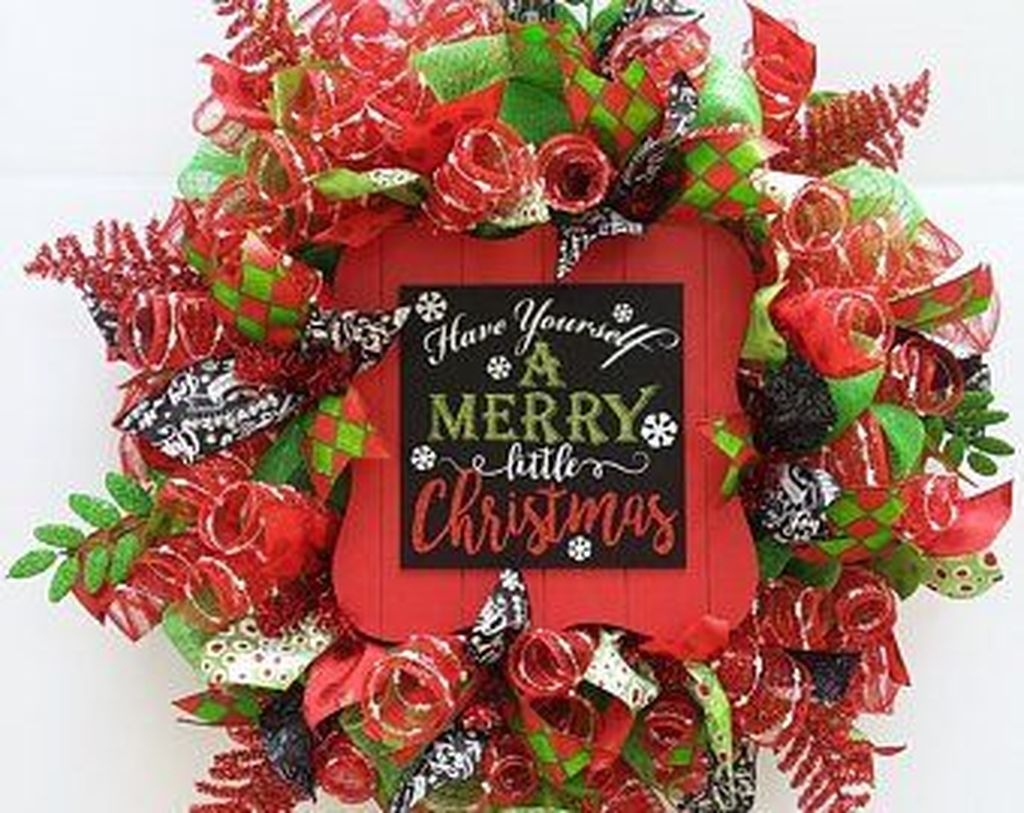 Awesome Christmas Wreath Decoration Ideas For Your Home 03