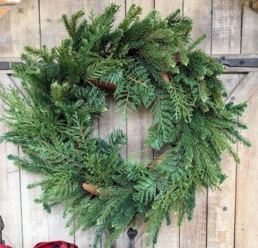 Awesome Christmas Wreath Decoration Ideas For Your Home 11