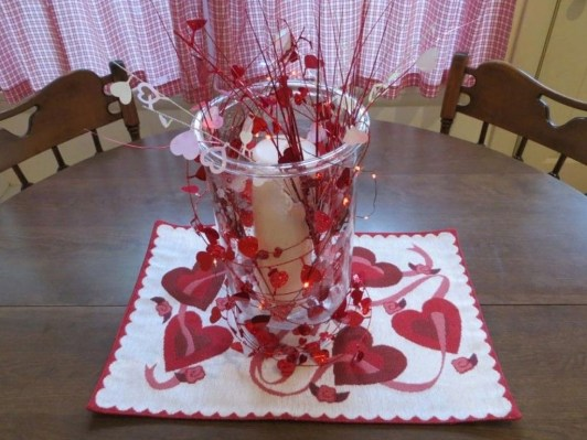 Charming Dining Room Decor Ideas For Valentines Day 55