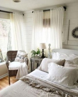 Stylish Farmhouse Bedroom Decor Ideas 06