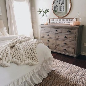 Stylish Farmhouse Bedroom Decor Ideas 11