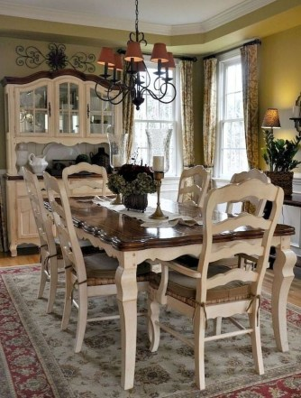 Amazing French Country Dining Room Table Decor Ideas 17