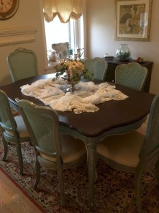 Amazing French Country Dining Room Table Decor Ideas 56