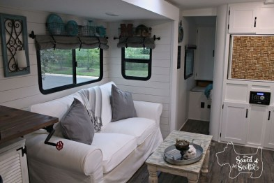 Amazing Travel Trailers Remodel Rv Living Ideas 41