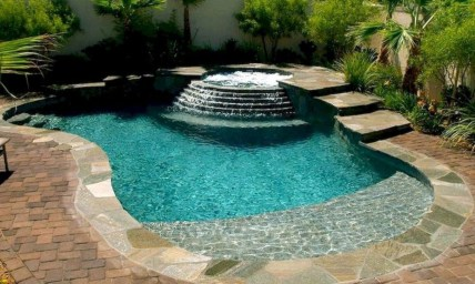 Amazing Natural Small Pools Design Ideas For Backyard 17