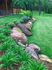 Brilliant Rock Garden Landscaping Ideas For Front Yard 19
