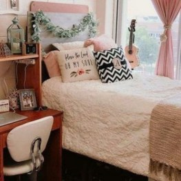 Minimalist Bedroom Decorating Ideas For Small Spaces 01