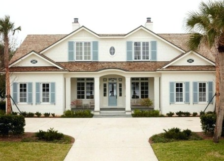 Astonishing Exterior Paint Colors Ideas For House With Brown Roof 07