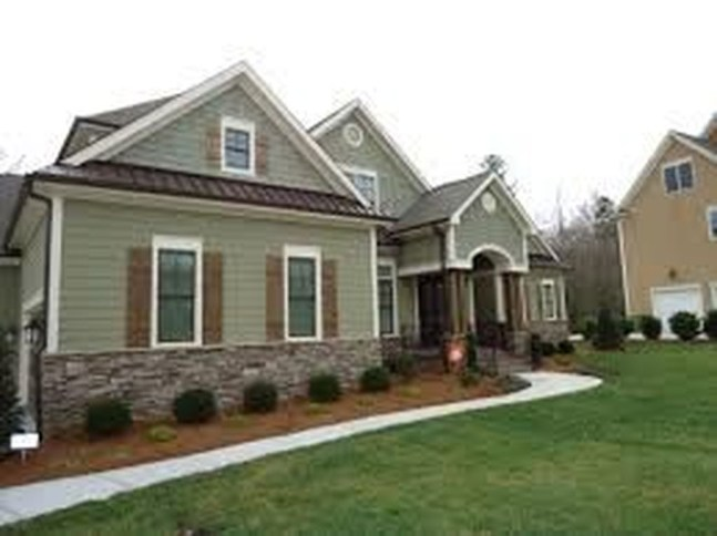 Astonishing Exterior Paint Colors Ideas For House With Brown Roof 41