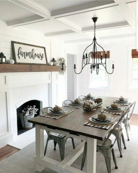 Relaxing Farmhouse Dining Room Design Ideas To Try 42