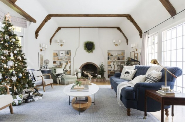 Superb Warm Family Room Design Ideas For This Winter 11
