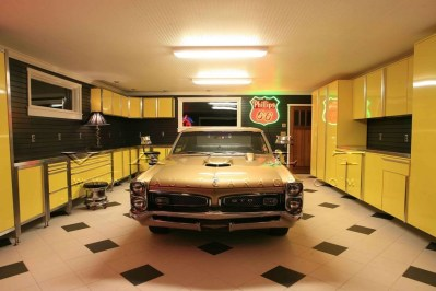 Graceful Car Garage Design Ideas For Your Home 25